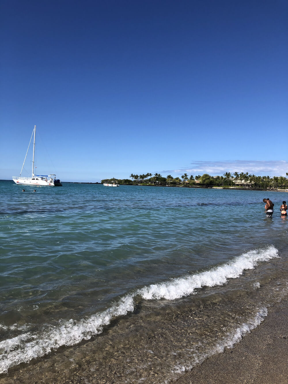 Everything you Need to Know About Traveling to Hawaii Big Island with Kids featured by top Hawaii travel blog, Hawaii Travel with Kids | Anaehoomalu Bay on the Big Island of Hawaii is a kid-friendly beach