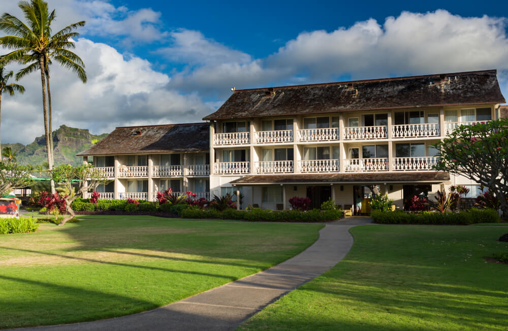 Hawaii on a Budget: Top 10 Cheap Places to Stay in Kauai, featured by top Hawaii travel blog, Hawaii Travel with Kids