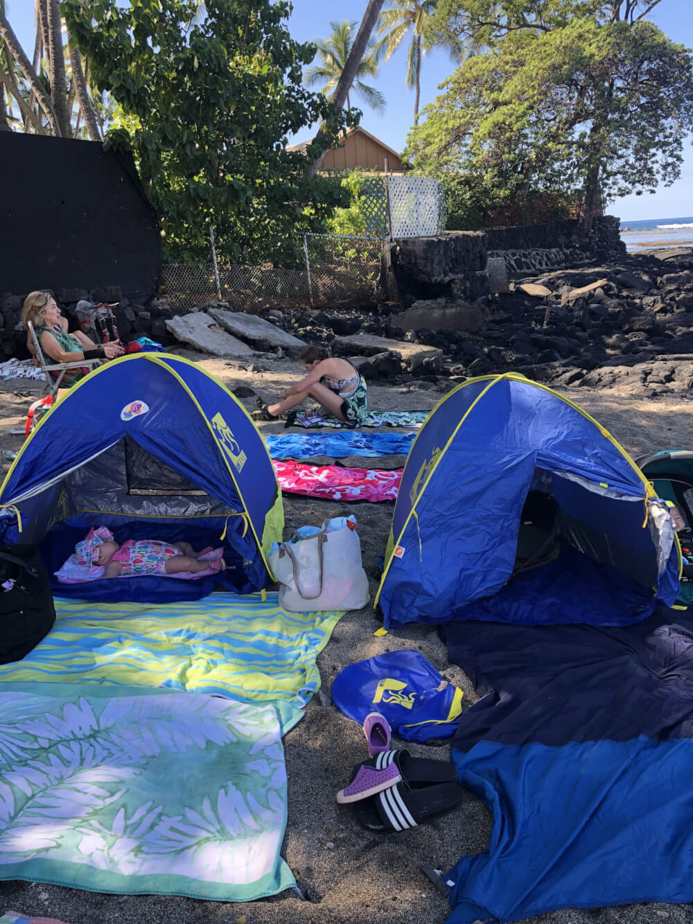 Everything you Need to Know About Traveling to Hawaii Big Island with Kids featured by top Hawaii travel blog, Hawaii Travel with Kids | Protecting newborns from the sunlight is very important. These baby beach tents gave lots of shade.