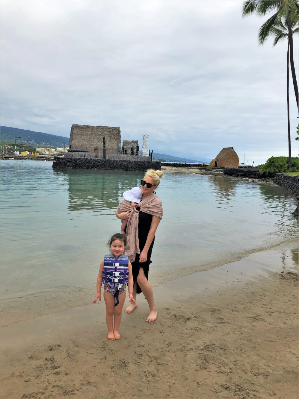 Everything you Need to Know About Traveling to Hawaii Big Island with Kids featured by top Hawaii travel blog, Hawaii Travel with Kids | Kamakahonu Beach on Hawaii Big Island with kids