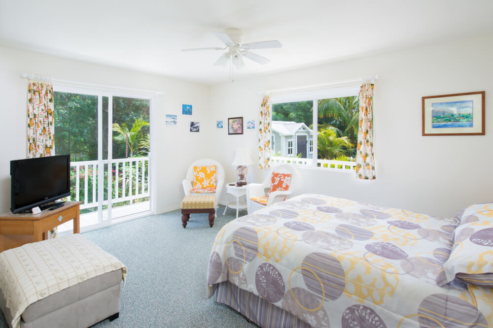 Hawaii on a Budget: Top 10 Cheap Big Island Hotels featured by top Hawaii travel blog, Hawaii Travel with Kids: image of Bear's Place Guest House