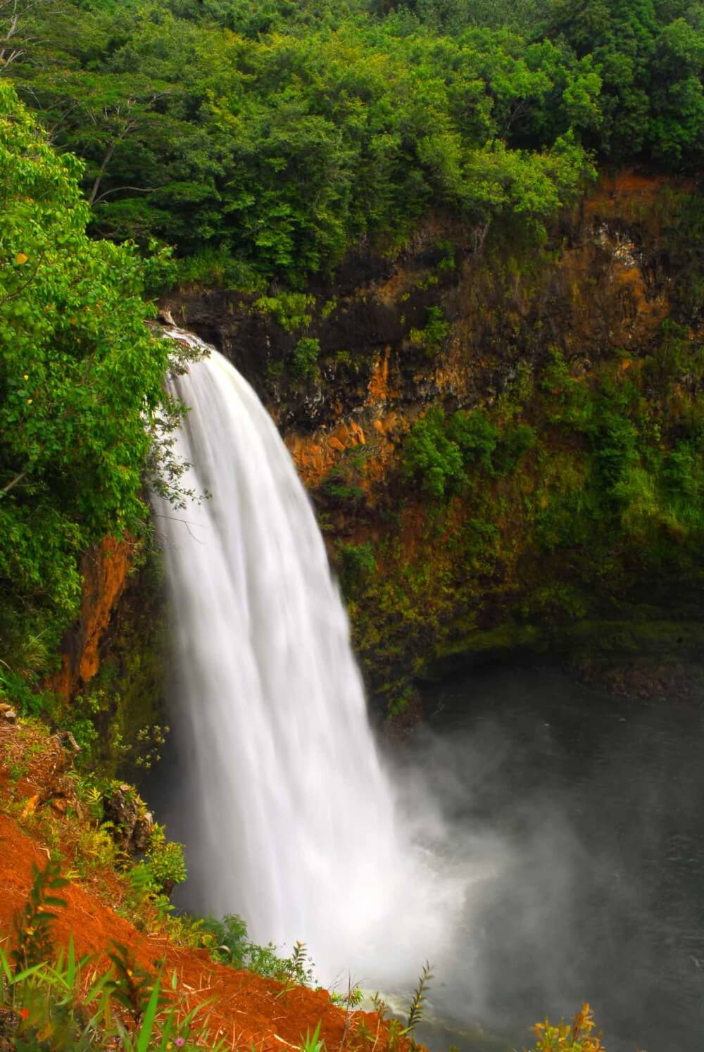 Top 11 Best Kauai Waterfalls you Should Visit featured by top Hawaii travel blog, Hawaii Travel with Kids: Wailua Falls is one of the most popular waterfalls on Kauai   waterfalls kauai   wailua falls kauai