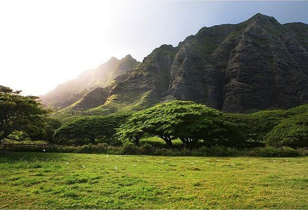 The Most Beautiful Places To Visit In Oahu featured by top Hawaii travel blog, Hawaii Travel with Kids: Ka'a'awa Valley is a popular Hawaii movie location.