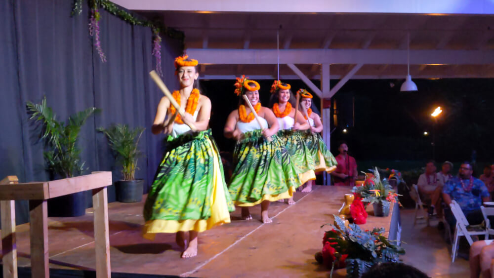 4 Days in Oahu: a Complete Travel Guide for your Next Family Vacation on a Budget, featured by top Hawaii travel blog, Hawaii Travel with Kids: Toa Luau, Oahu