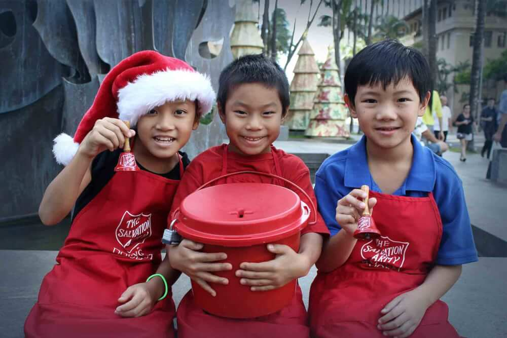 Holiday volunteer opportunities in Hawaii for families featured by top Hawaii blog, Hawaii Travel with Kids