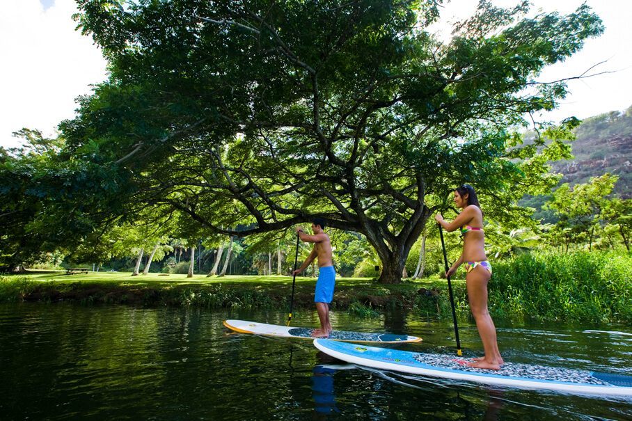 Best things to do in haleiwa oahu, featured by top Hawaii blog, Hawaii Travel with Kids: Stand up paddle boarding, Waimea, North Shore, Oahu