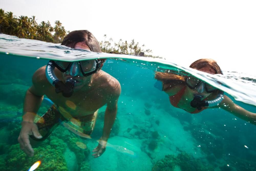 A Complete Travel Guide to Maui with Kids featured by top Hawaii travel blog, Hawaii Travel with Kids: Photo of people snorkeling on Maui, a top thing to do in Maui with kids #maui #hawaii #snorkeling #familytravel #mauiactivities