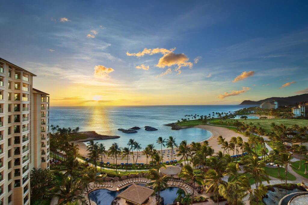 The Marriott Ko Olina Beach Club is one of the best family friendly resorts in Hawaii. Image of sunset over the beach area at an Oahu resort for kids.