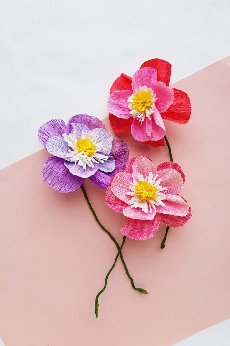 DIY Hawaiian luau decorations: crepe paper flowers by top Hawaii blog Hawaii Travel with Kids