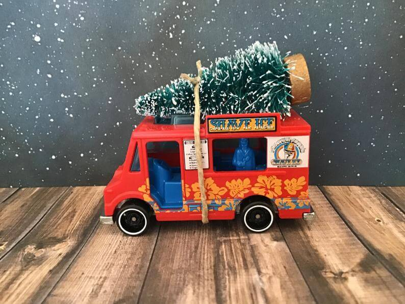 20 Hawaiian Christmas Ornaments featured by top Hawaii blogger, Hawaii Travel with Kids: Food Truck Carrying Christmas Tree Red Shave Ice Food Truck image 0