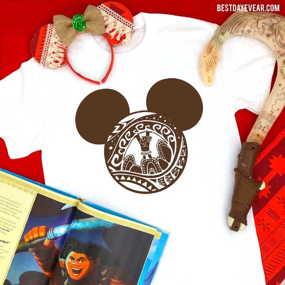Find out the cutest Disney Aulani t-shirts to buy before your trip to Disney's Aulani Resort in Hawaii by top Hawaii blog Hawaii Travel with Kids. Moana fans will love this Maui Mickey Mouse shirt to wear at Disney's Aulani Resort in Hawaii.