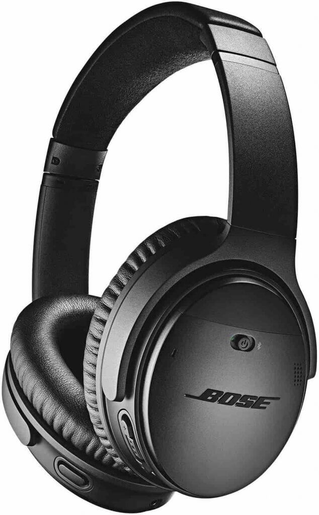 Add these noise cancelling headphones to your Hawaii packing list. Image of black Bose noise cancelling headphones.