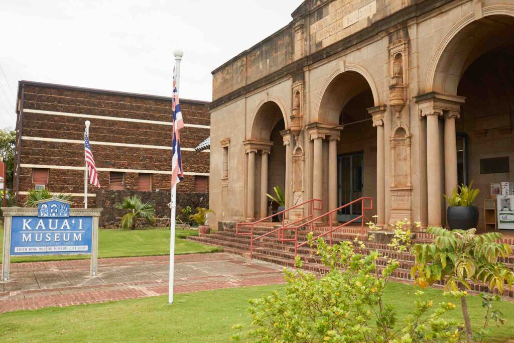 Visiting the Kauai Museum is a fun thing to do with kids on Kauai when it's raining. Image of the entrance to the Kauai Museum.