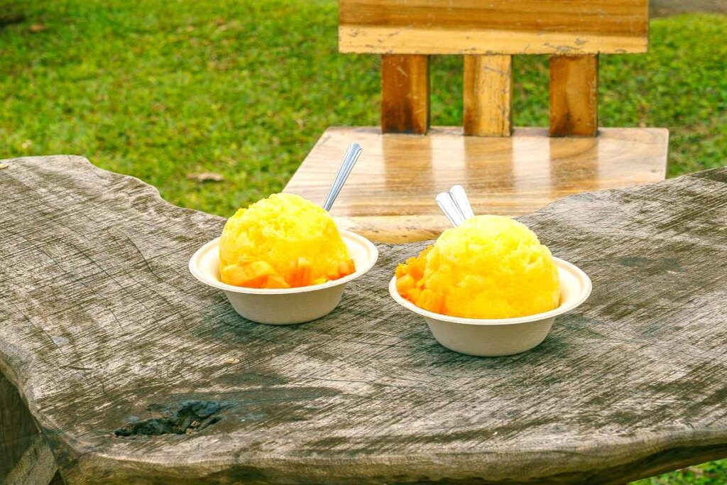 Image of two bowls of fresh Hawaiian shave ice at Hanalei's Wishing Well Shave Ice.