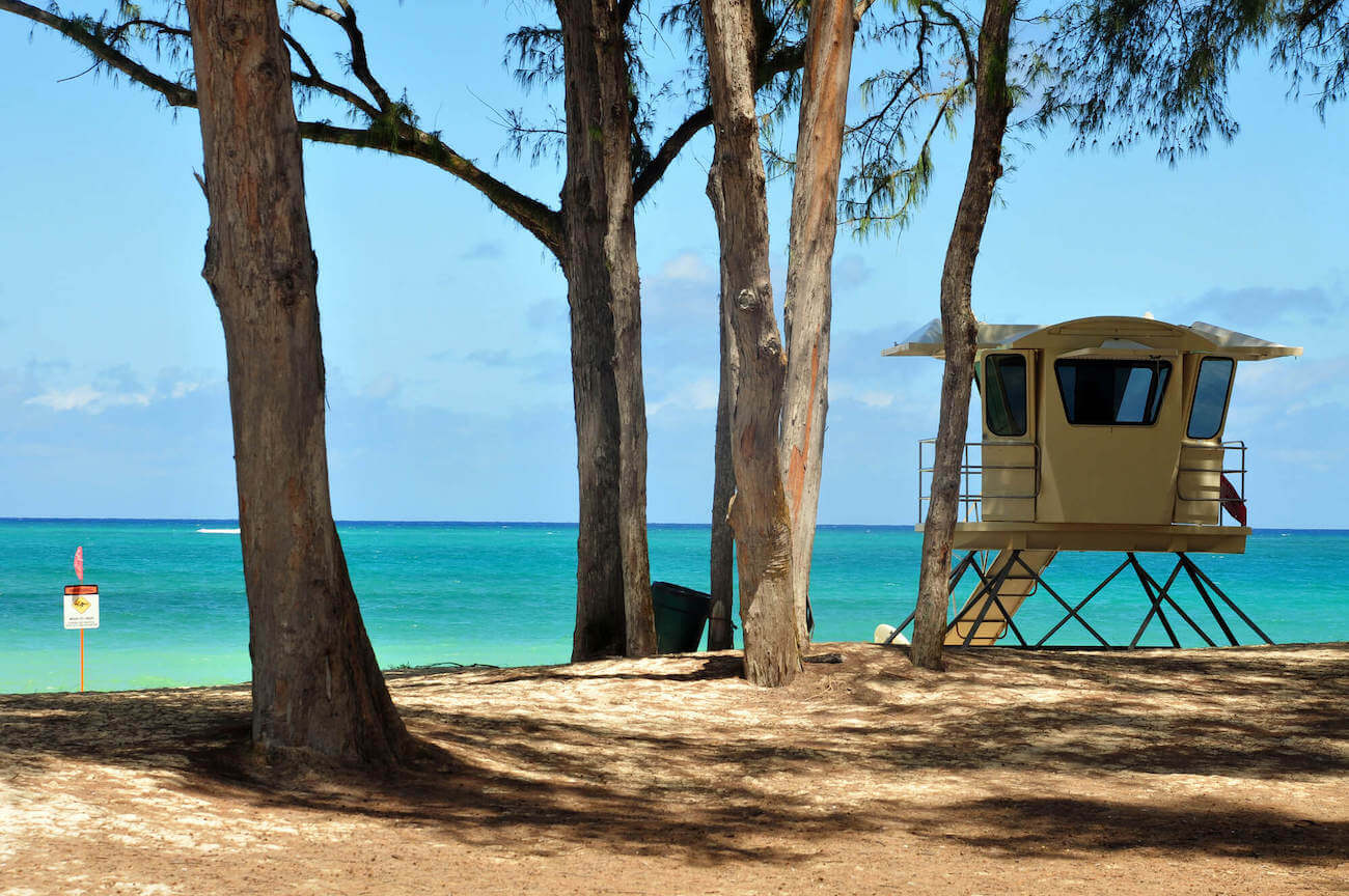 Find out the best tours in Honolulu Oahu recommended by top Hawaii blog Hawaii Travel with Kids. Image of a lifeguard stand on the beach.