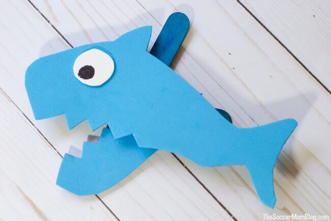 This foam shark puppet is the perfect ocean craft for toddlers.